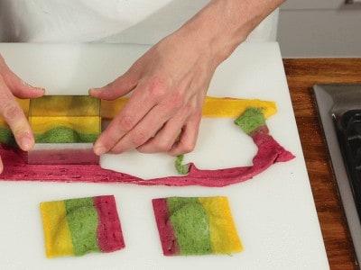 Raviolo tricolore con ricotta e erbette aromatiche