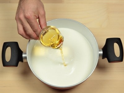 Panna cotta con salsa alle ciliegie