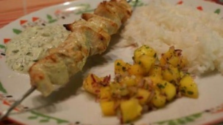Spiedini di pollo con insalata di mango