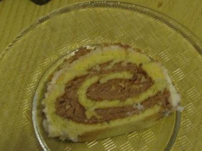Rotolo di pan di spagna e ganache