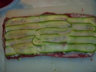 Arrosto con stracchino, salame e zucchine