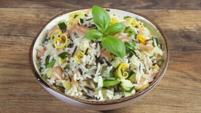 Riso long & wild con salmone affumicato e zucchine al profumo di limone