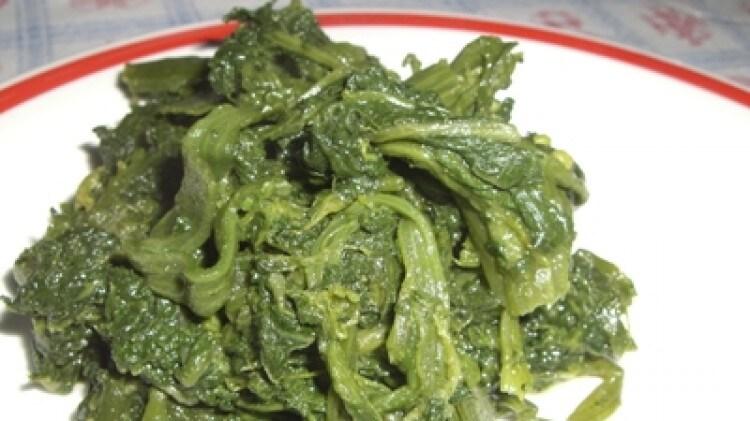 Foglie di zucchine in padella