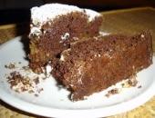 Torta al cacao con sorpresa di noci