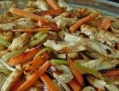 Straccetti di pollo marinati con verdurine