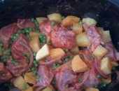 Spezzatino di manzo patate e piselli