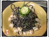 Tonnarelli al nero con pesto di mandole zucchine e pesce spada