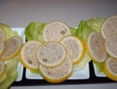 fette di limoni alla mousse di tonno