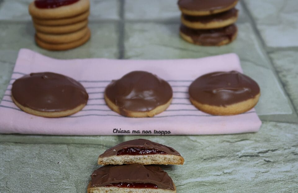 Biscotti cioccolato e marmellata