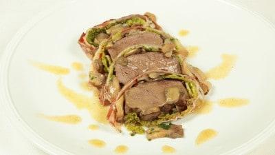 Filetto di vitello in mantello di pancetta e verza