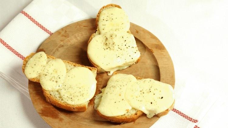 Crostini con la scamorza