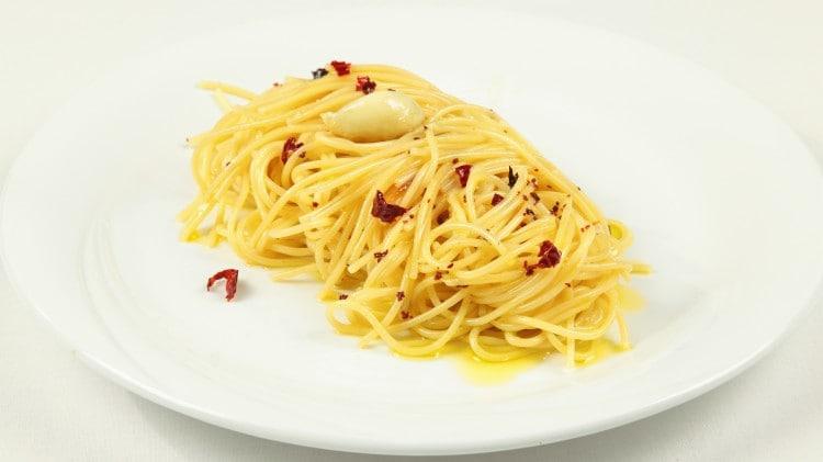 Spaghetti ajo, ojo e peperoncino