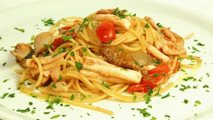 Spaghetti mari e monti ricetta tipica marche cookaround for Ricette primi e secondi piatti