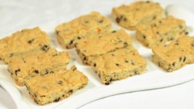 Biscotti con gocce di cioccolato al latte