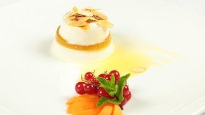 Panna cotta farcita con gelatina d'albicocche