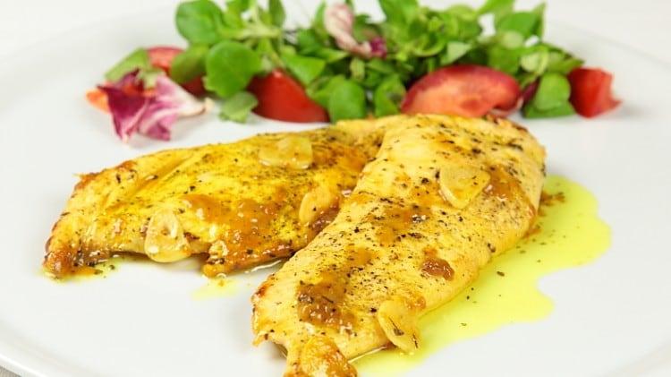 Petti di pollo limone, aglio e origano
