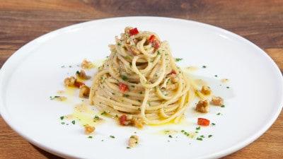 Spaghetti olio aglio alici e noci
