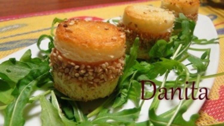 Cilindretti con crema al salmone croccante