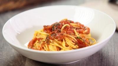Spaghetti con sugo di pomodoro rustico
