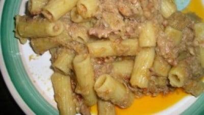 Tortiglioni con carciofi, pancetta, bomba calabrese e noci