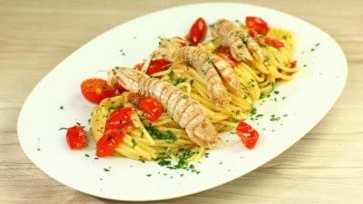 Spaghetti con pannocchie (o cicale di mare)