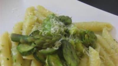 Pasta con asparagi semplice