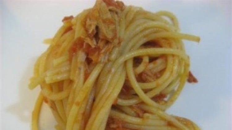 Spaghetti con tonno di cdarco