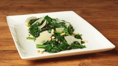Spinaci con pecorino e pinoli