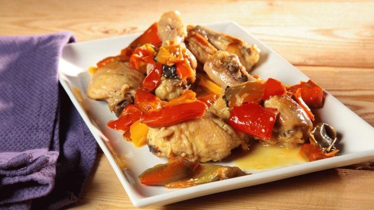 Pollo con i peperoni classico romanesco