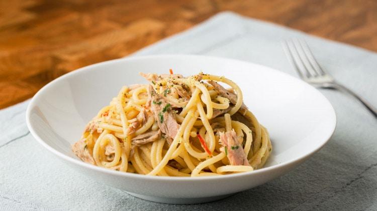 Spaghetti con tonno e limone