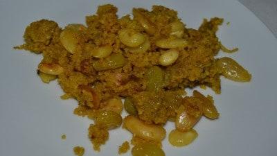 Cous cous freddo con pollo, mele caramellate, mandorle, uvetta