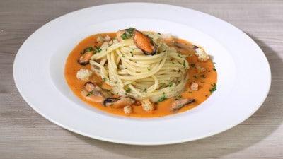 Spaghetti con cozze e salsa di pane