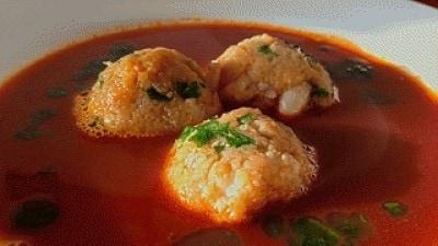 Zuppa con canederli di scampi e gamberi