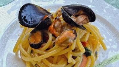 """Spaghettoni """"Benedetto Cavalieri"""" con cozze e pomodoro datterino fresco"""