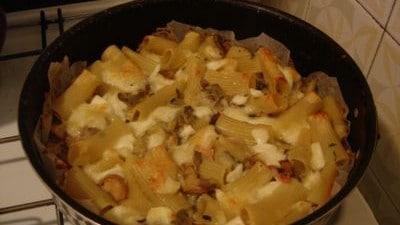 Pasta al forno con carciofi e funghi