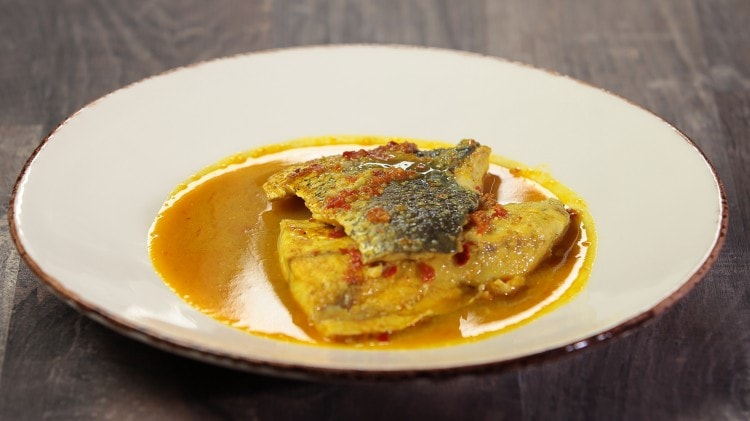 Pesce al curry al peperoncino rosso e cocco - Laal Kalwan