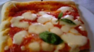 A pizza ca pummarola n'coppa