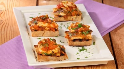 Crostini con muggine in agrodolce