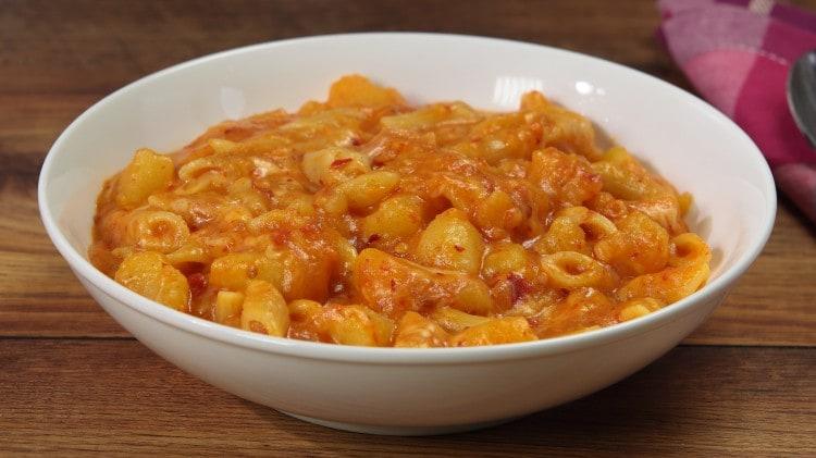 Pasta patate 'nduja e caciocavallo