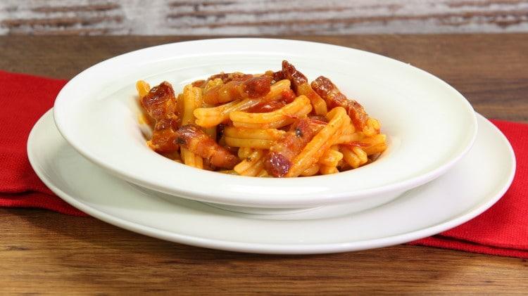Pasta con pomodorini arrosto e pancetta