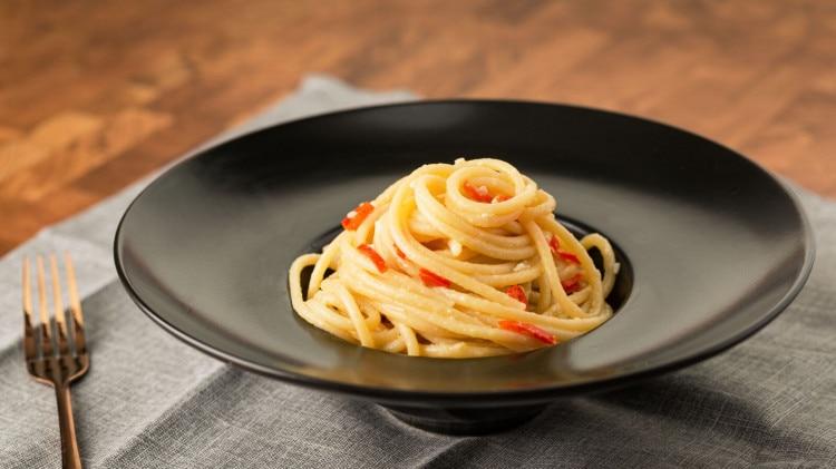 Spaghetti aglio e olio alla napoletana cookaround for Ricette primi piatti originali