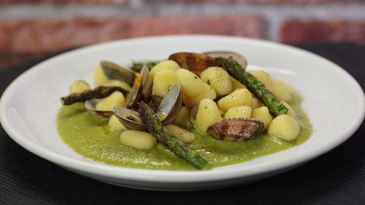 Gnocchi asparagi e vongole