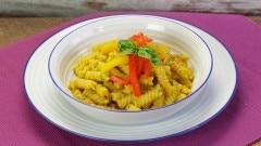 Pasta con salsa di peperoni arrostiti