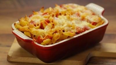 Pasta mozzarella e pomodori al forno