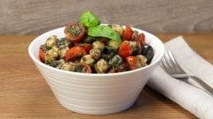 Insalata di ceci pomodori e olive