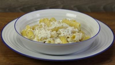 Pasta con ricotta e crema di tartufo