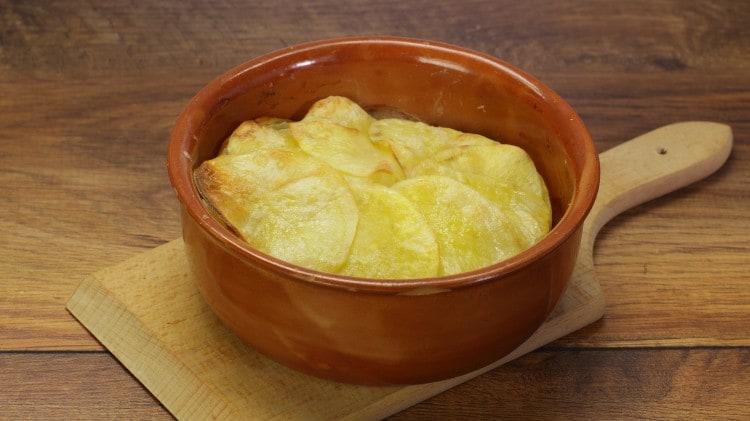 Patate, pancetta e cipolle