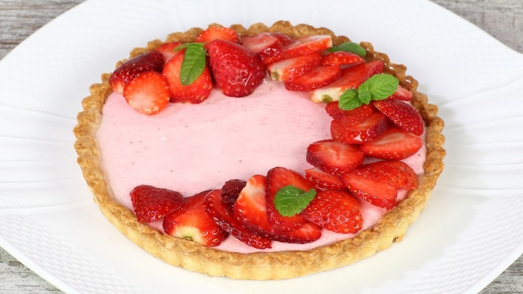 Crostata con crema allo yogurt e fragole