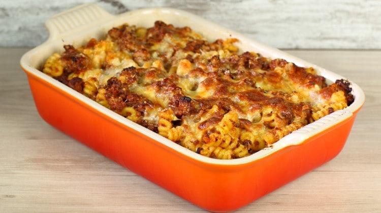 Pasta con ragù e polpette al forno