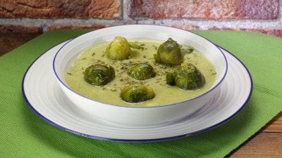 Zuppa cremosa di cavoletti di Bruxelles